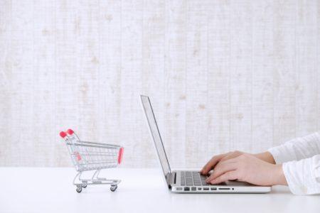 買い物カートとパソコン