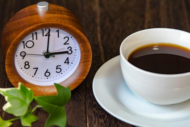 時計とコーヒーでブレイクタイム